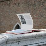 libro-abbandonato-ponte